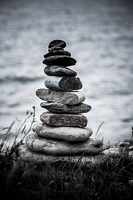 Steinmännchen an der Küste - p248m1465046 von BY