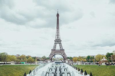 France, Paris, view to Eiffel Tower - p300m1157092 by Zeljko Dangubic