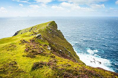 Valencia Island mit Skellig Islands - p815m1503509 von Erdmenger