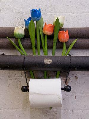 Toilet paper - p2650420d by Oote Boe