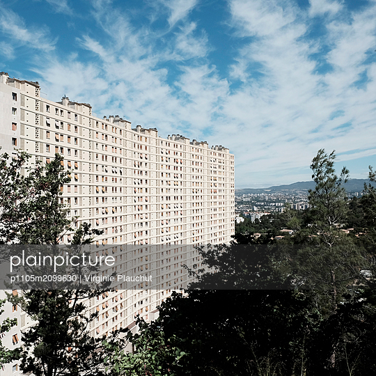 La Rouviere, Plattenbau - p1105m2099630 von Virginie Plauchut