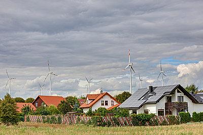 Windpark und Solardach - p1099m882602 von Sabine Vielmo