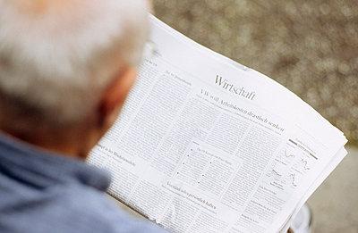 Zeitung lesen - p3050047 von Dirk Morla