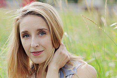 blonde woman in tall grass - p1540m2110351 by Marie Tercafs