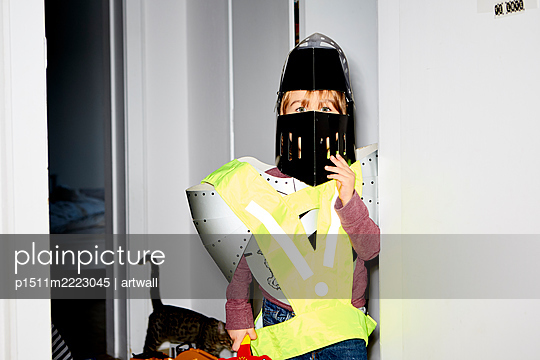 Boy disguised as a knight - p1511m2223045 by artwall