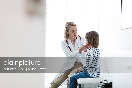 p300m1166772 von Milton Brown