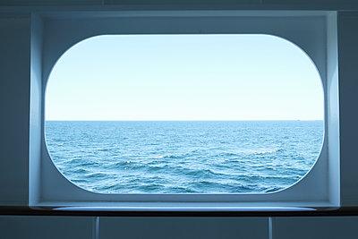 Window, horizon in background - p1105m1574447 by Virginie Plauchut