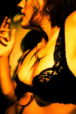 Frau im BH - p8580064 von Lucja Romanowska