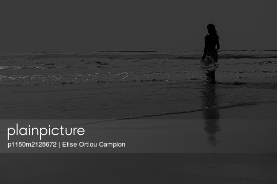 Woman on the beach - p1150m2128672 by Elise Ortiou Campion