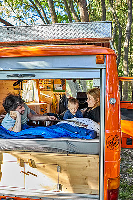 Family holiday in the mobile home - p1146m2196076 by Stephanie Uhlenbrock