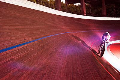 Bahnradfahrer - p608m1165235 von Jens Nieth