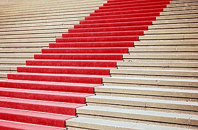 Roter Teppich - p885m1087464 von Oliver Brenneisen