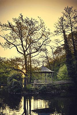 Deserted pavillion on island in a park - p1312m2216063 by Axel Killian
