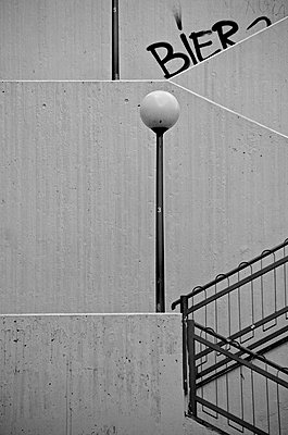 Germany, Hesse, Wiesbaden, Abstract stairs with lamp - p300m873463f by Markus Hermenau