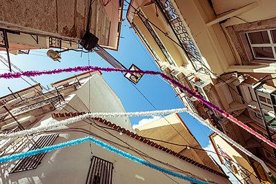 Portugal, Lisbon, Festival - p335m2177649 by Andreas Körner