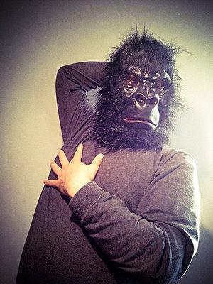 Gorilla posing - p300m1009328f by Michael Zwahlen