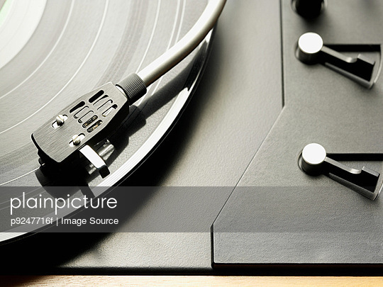 Turntable - p9247716f by Image Source