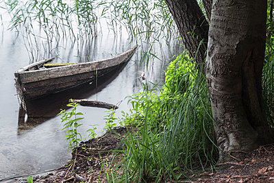 Versunkenes Boot - p089m918246 von Gerd Olma
