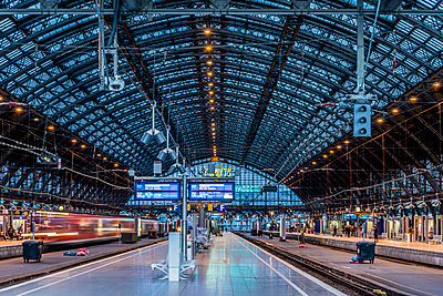 Station Concourse - p401m2184709 by Frank Baquet