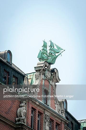 Maritime Ziegelfassade - p229m1582652 von Martin Langer