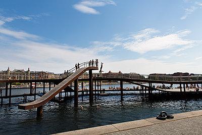 Schwimmbad im Hafen - p756m2021969 von Bénédicte Lassalle