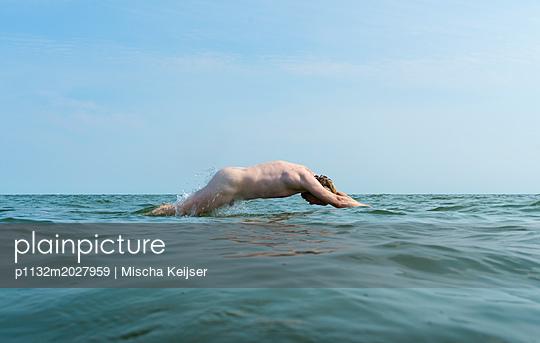 Schwimmen - p1132m2027959 von Mischa Keijser