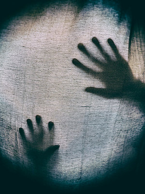 Shadows of hands behind sheets  - p794m1035041 by Mohamad Itani