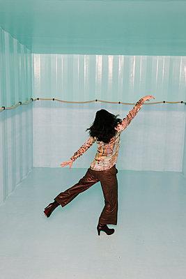 Woman in an empty pool - p1621m2260408 by Anke Doerschlen