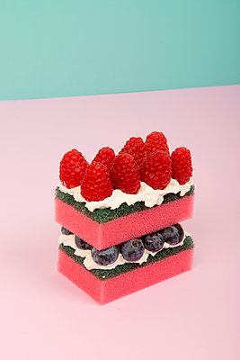 Schwamm-Torte - p451m1589247 von Anja Weber-Decker