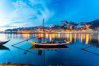 Portugal, Porto, Ribeira with boats on the river Douro - p1332m2197143 by Tamboly