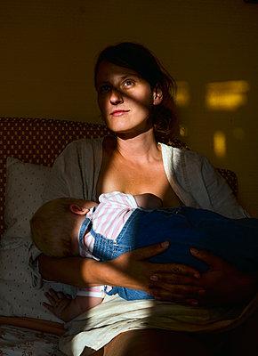 Mutter mit ihrem Baby - p1649m2230547 von jankonitzki