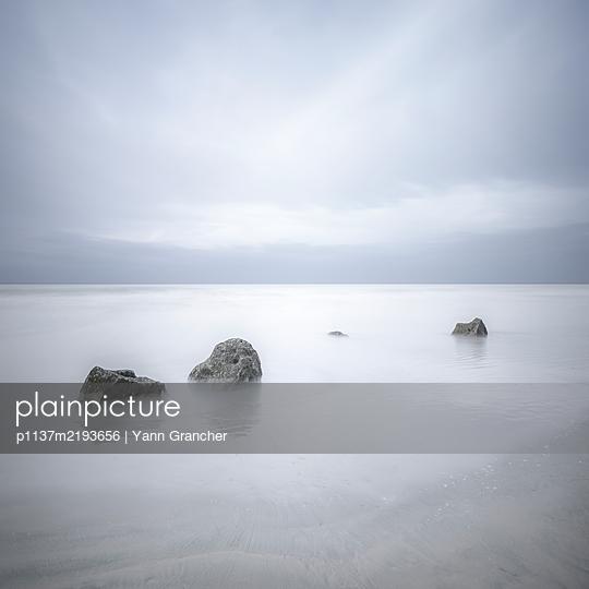 p1137m2193656 by Yann Grancher
