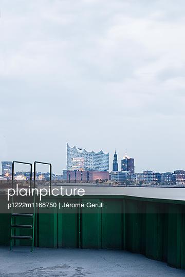 Blick auf die Elbphilharmonie - p1222m1168750 von Jérome Gerull