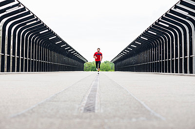 Man running on a bridge - p300m1587079 by Daniel Ingold