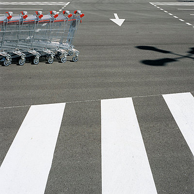 Shopping trolley - p3350088 by Andreas Körner