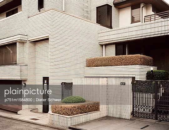 Verklinkerte Fassade - p751m1584800 von Dieter Schwer