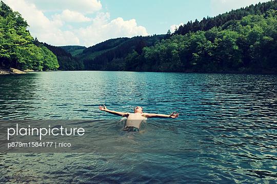 Sommer am See - p879m1584177 von nico
