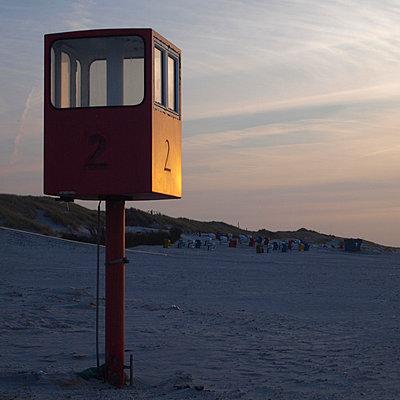 turm zwei im abendlicht - p627m671153 by Hendrik Rauch