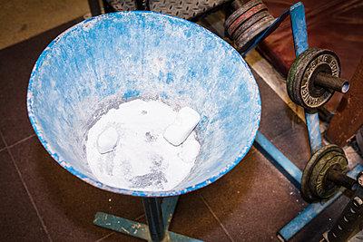 Talcum powder in a bowl - p930m1200521 by Phillip Gätz