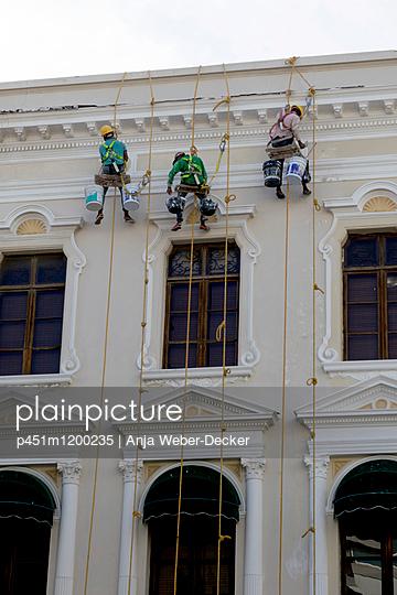 Fassadenmaler Altstadt von Cartagena - p451m1200235 von Anja Weber-Decker
