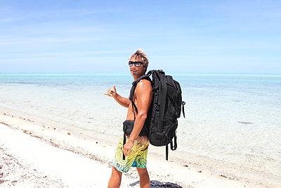 On the beach - p045m661775 by Jasmin Sander