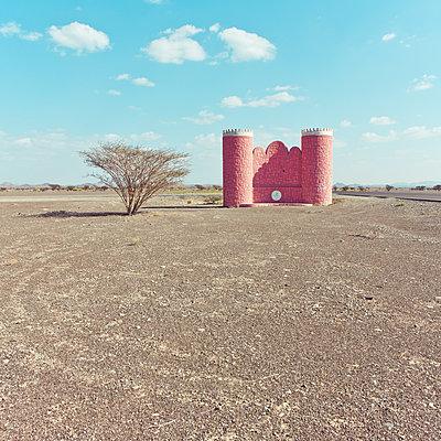 Castle in the desert, Falaj al Harth, Oman - p1542m2142381 by Roger Grasas