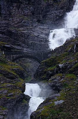 Wasserfall - p1620069 von Beate Bussenius