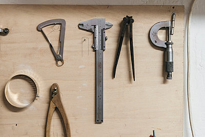 High angle view of hand tools on wooden table in workshop - p1166m2011372 by Cavan Images