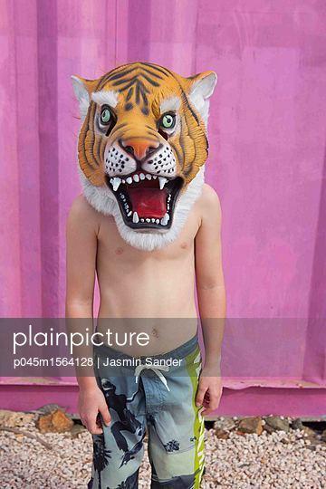Tiger-Kind - p045m1564128 von Jasmin Sander