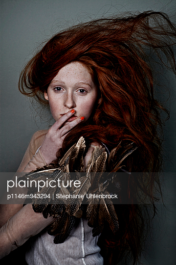 Woman with red hair - p1146m943294 by Stephanie Uhlenbrock