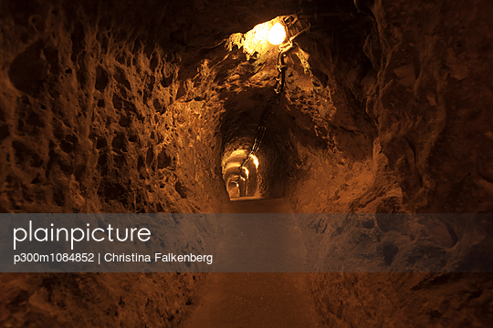 Turkey, Cappadocia, Goereme National Park, cave dwelling - p300m1084852 by Christina Falkenberg