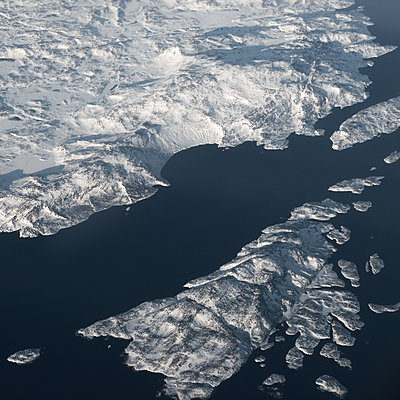 Rock formation, aerial view, North Canada - p1624m2223715 by Gabriela Torres Ruiz