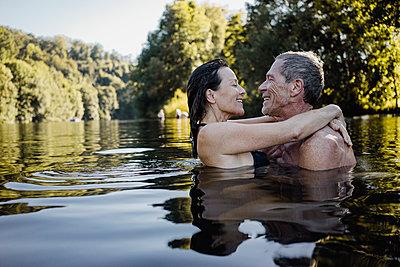 Mature couple takes a bath in a lake - p586m2109160 by Kniel Synnatzschke