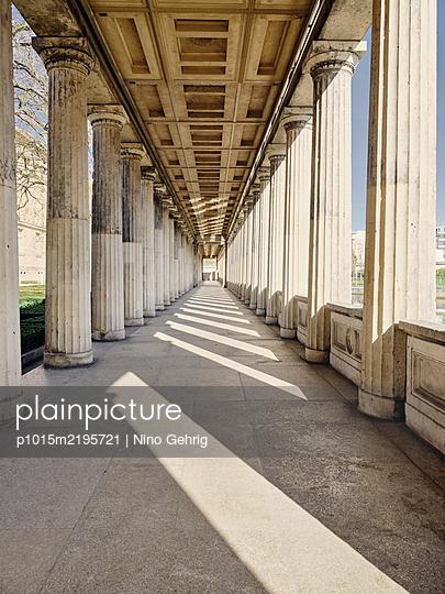 Germany, Berlin, Colonnade - p1015m2195721 by Nino Gehrig